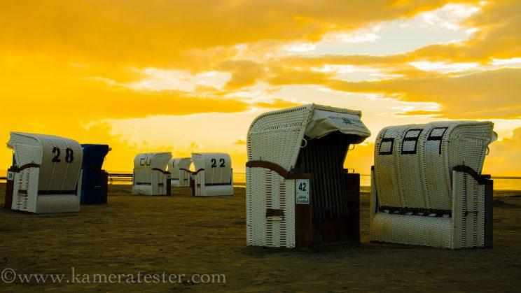Kameratester Kamera Tester Landschaft Landschaftsfotografie Nikon 18-105mm kitobjektiv norddeich nordsee sonnenaufgang sonnenuntergang strand meer strandkorb strandkörbe